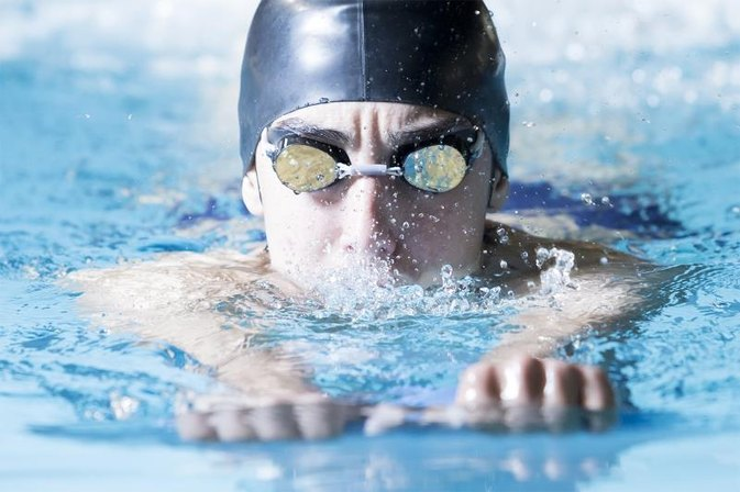 How Many Calories Do You Burn When You Swim the Breaststroke for One Hour?