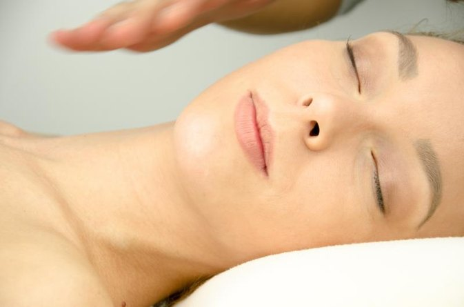 What Is the Difference Between Reiki & Quantum Touch Therapy?