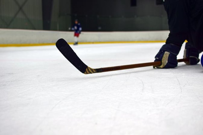 What Is the Difference Between an Intermediate & Senior Hockey Shaft?