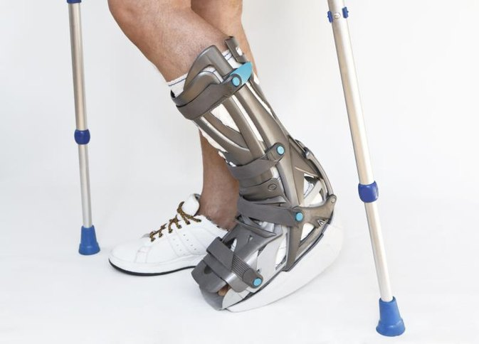 how to use a walking boot
