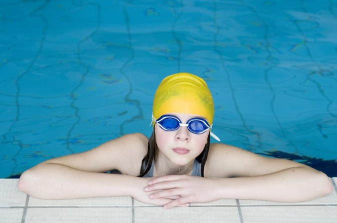 Can Swimmer's Ear Cause Swelling of the Jaw & Ear?