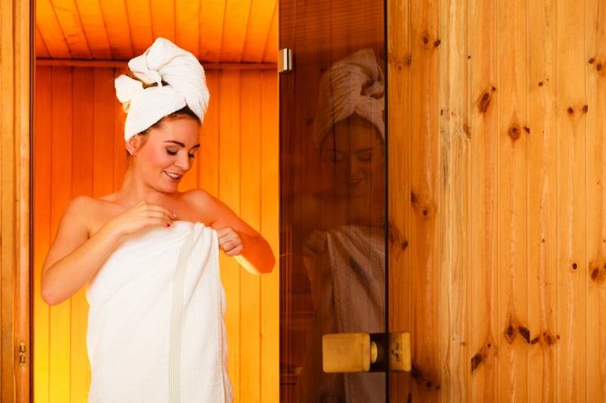 How to Protect Your Hair in a Dry Sauna