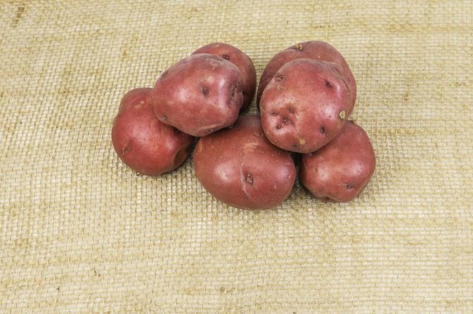 How Do I Microwave a Red-Skinned Potato?