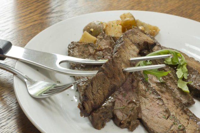 How to Cook a London Broil in a Skillet
