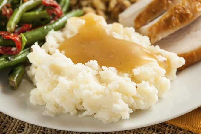 How Many Calories Are in Mashed Potatoes With Gravy?