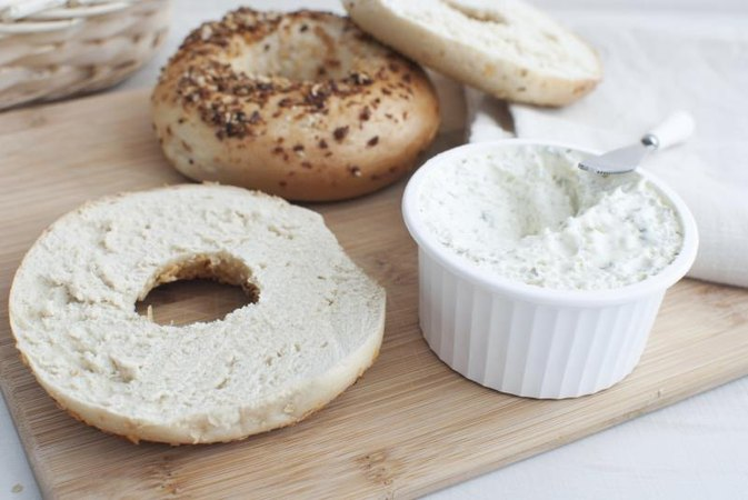 4 Ways to Pick Healthy Toppings for Whole Grain Bagels