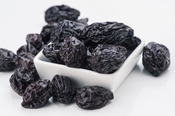 The Nutritional Value of Prunes Vs. Raisins