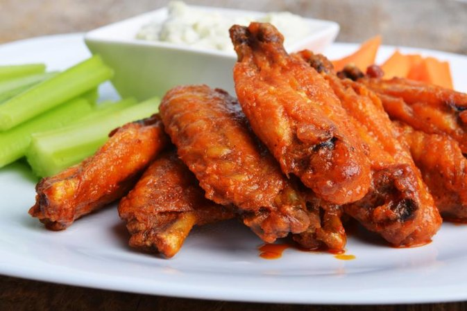 What Is Healthier: Pizza or Buffalo Wings?