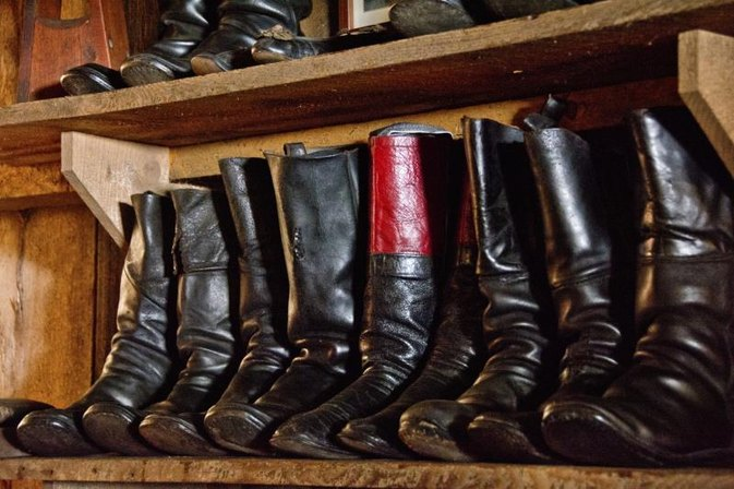 How to Stretch the Calves on Leather Boots