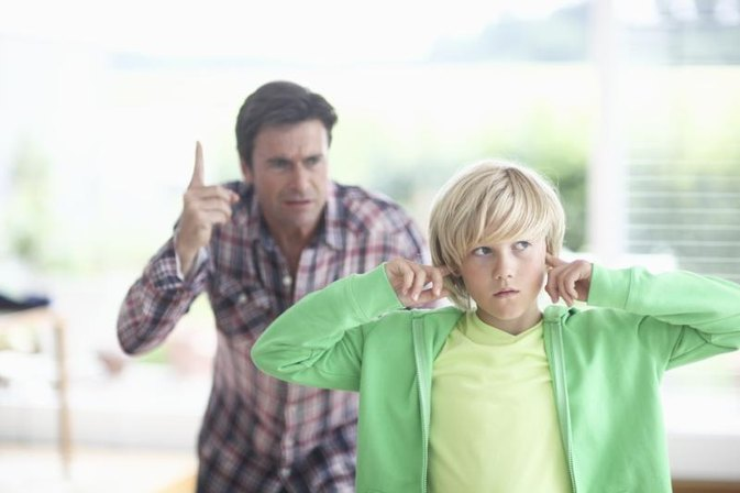Advantages and Disadvantages of Dictatorial Parenting Style