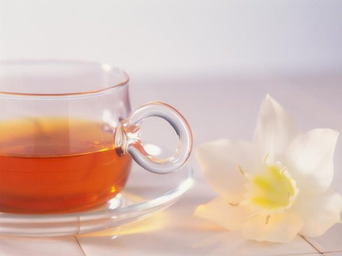 What Are the Benefits of Drinking Tea Hot Vs. Cold?