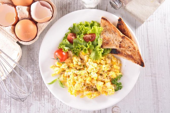 How Can I Make Scrambled Eggs With Sour Cream? | LIVESTRONG.COM