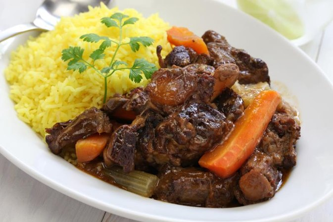 How to Cook Spanish-Style Oxtails