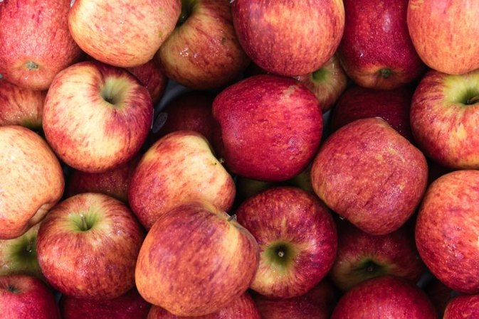 Enzymes in Fresh Apples With Skins