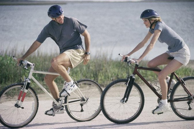 What Is a Better Form of Cardio: Bicycling or Running?