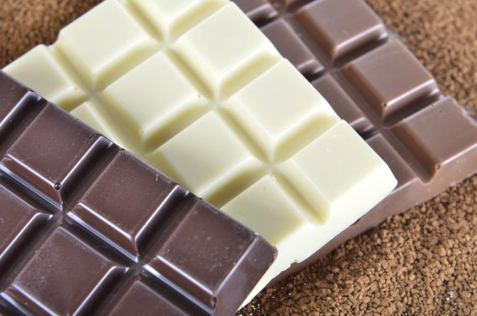 Can Eating Chocolate Make Your Throat Burn?