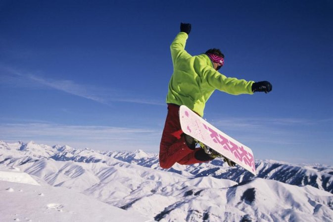 How to Layer Clothing for Snowboarding