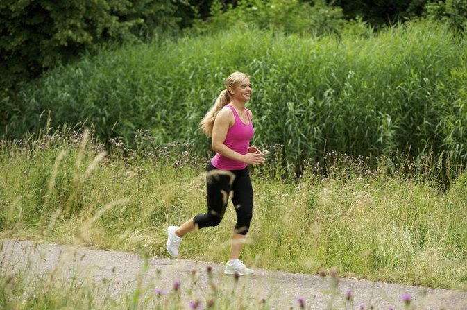 How Fast Can You Lose Weight by Walking or Running 4 Miles a Day?