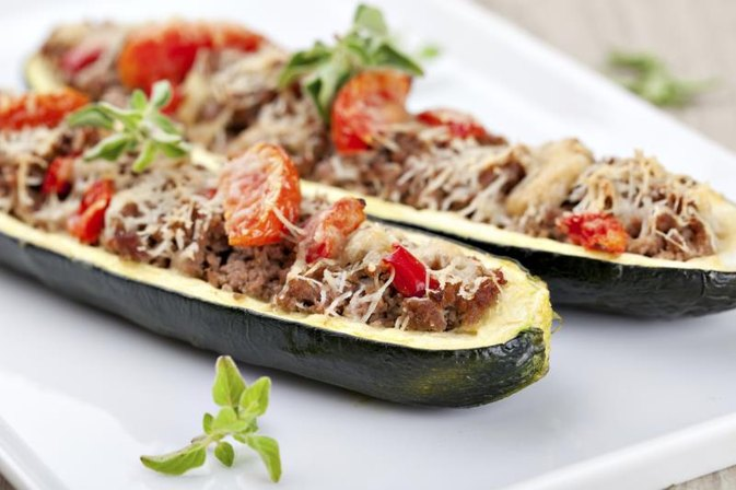 How to Cook Zucchini Stuffed With Ground Beef & Rice