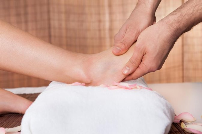 How to Remove Scar Tissue From the Foot With Rehab