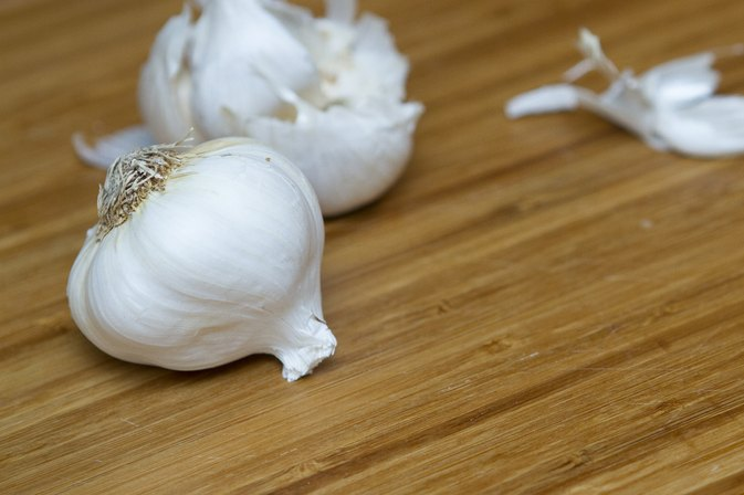 How to Use Garlic for Home Chemical Peels for Face