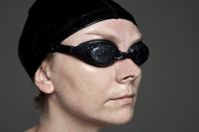 How to Wear Swimming Goggles