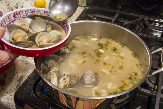 How to Cook a Pot of Steamers