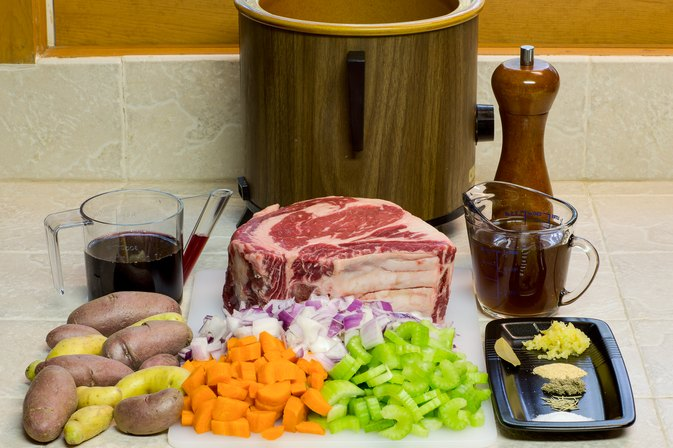 How to Cook a Prime Rib Roast in a Crock-Pot With Vegetables
