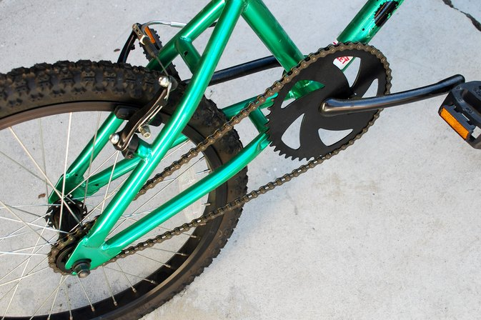 How to Re-Attach a Sprocket Chain on a Kid's Bike