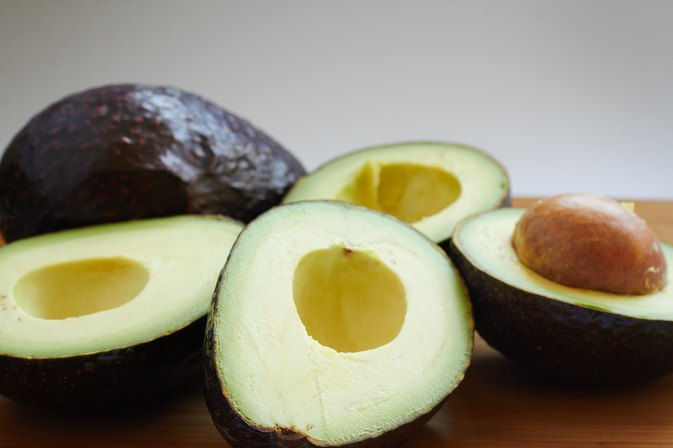 How to Put Avocado on Damaged Hair