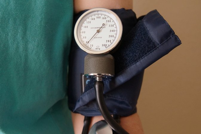 What Type of Snack Foods Are Good for People With High Blood Pressure?