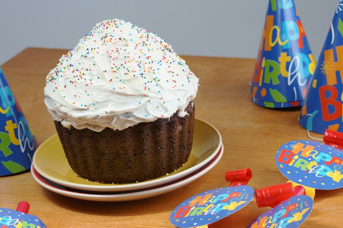 How to Bake a Giant Cupcake With Silicone Bakeware