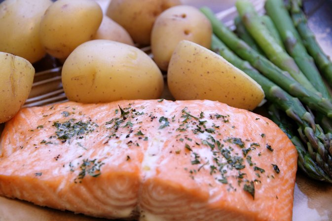 How to Bake Salmon in the Oven Per the Pound