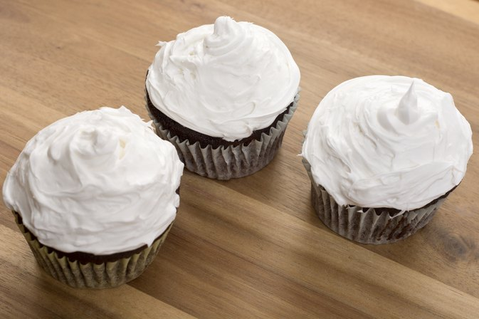 How to Make Whipped Frosting for Cake Decorating