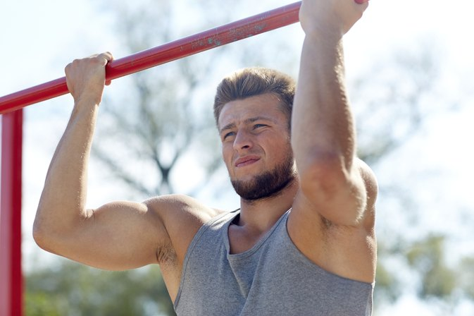Biceps Workouts With a Pull-Up Bar
