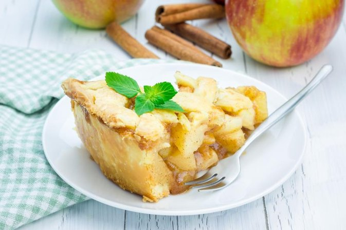 Do You Cook Apples Before Baking for Apple Pie Filling?