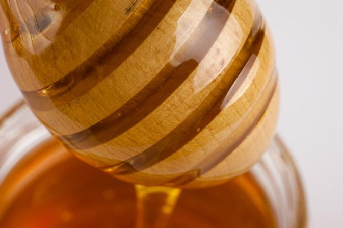 How to Use Honey to Remove Milia