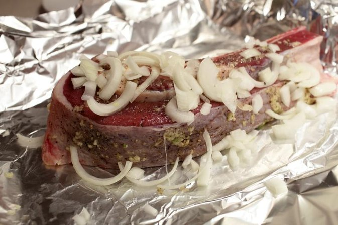 How to Cook a Foil-Wrapped Steak in the Oven