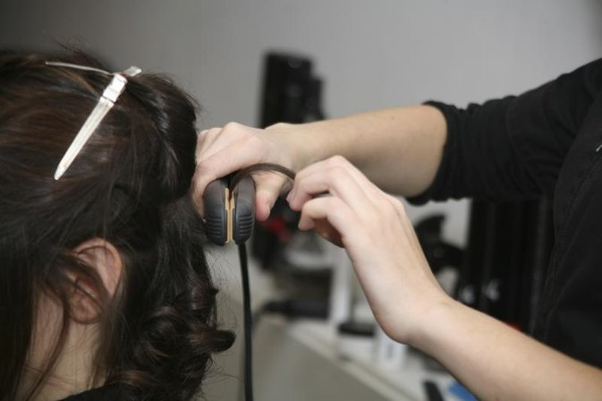 How to Create Wavy Hair With a Flat Iron