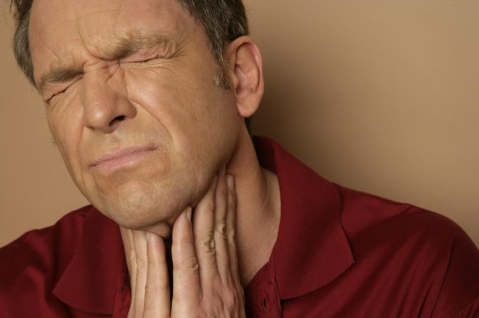 How to Heal Ulcers in Throat From Acid Reflux