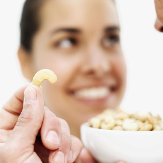 How Many Calories Are in Cashew Nuts?
