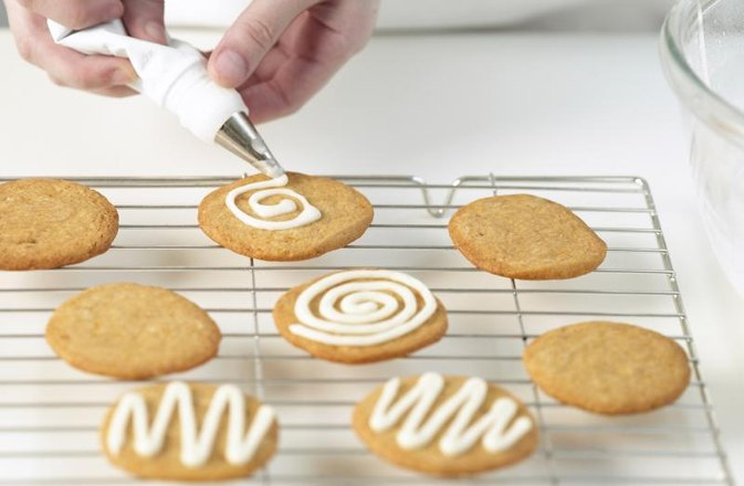 How to Substitute Protein Powder for Sugar in Icing