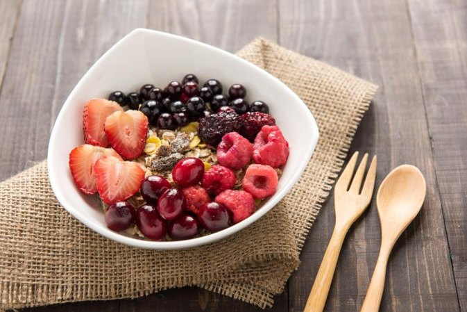What Do I Eat With Oatmeal for a Balanced Meal?
