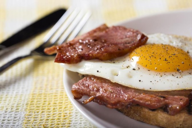How to Lose Weight Eating a Large Breakfast and a Small Dinner
