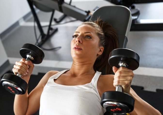 How Much Weight Should I Lift on a Dumbbell Bench Press?