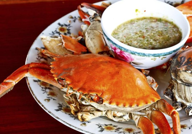 How to Reheat Cooked Crab