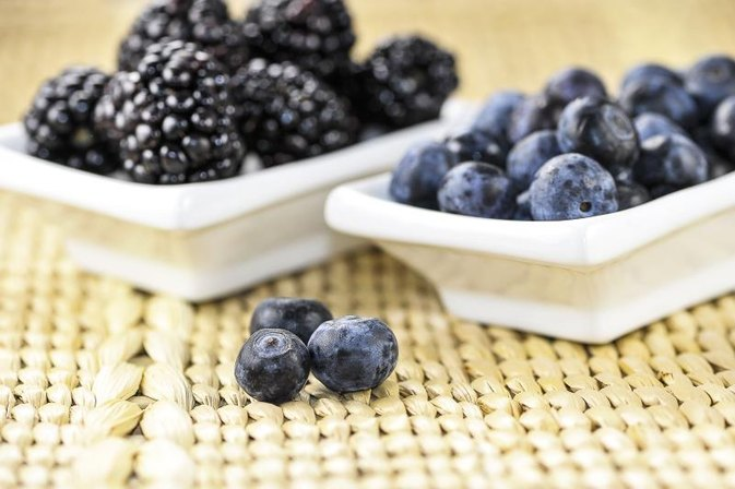 Nutritional Value of Blackberries & Blueberries
