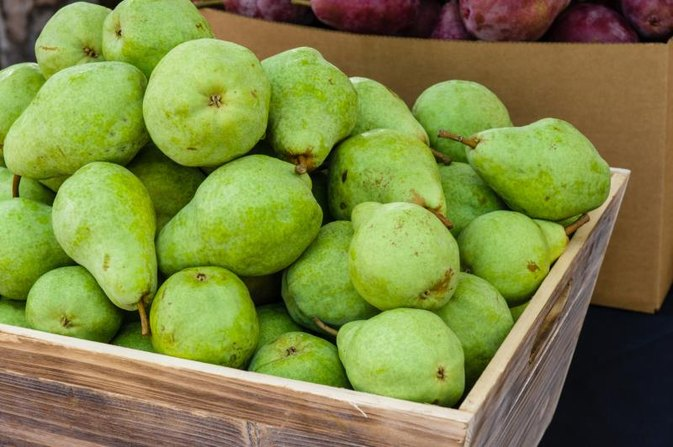 Nutrition Information for Large Bartlett Pears