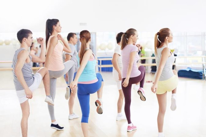 Advantages & Disadvantages of Aerobic Dance