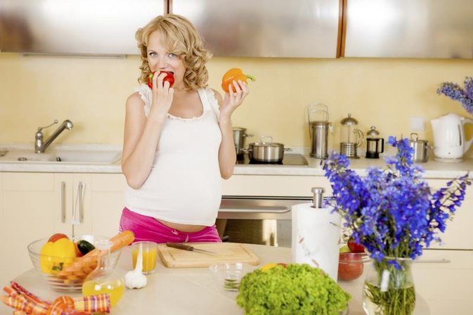 What Can Pregnant Women Eat and Drink?